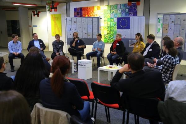 Rheinberger Schüler und Bürger diskutieren mit Politikern